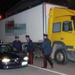 Descubren una excavadora en camión frigorífico destino Rumanía