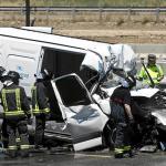 Fallece el conductor de una furgoneta en la N-II al colisionar con un camión