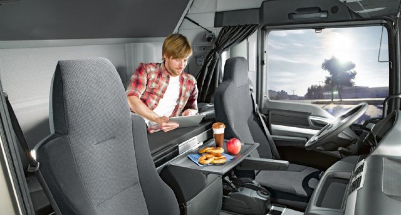 Una sentencia de la UE prohíbe que los camioneros descansen el fin de semana en el vehículo