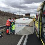 Muere un gruista de asistencia atropellado por un camión en la M-50