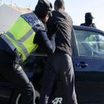 Deja 'KO' a un policía y rompe a cabezazos un coche patrulla