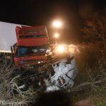 12 muertos en un trágico choque frontal entre un minibús y un camión