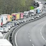 Los camiones forman una caravana de 17 kilómetros desde Biriatu