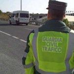 Para la Guardia Civil es más importante multar que auxiliar