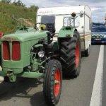 Un tractor que viaja de Austria a Alicante es denunciado al ser traicionado por el GPS