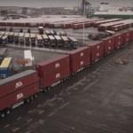 El camión más fuerte del mundo transporta 20 remolques y mide 300 metros