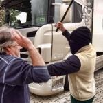 Caza a un reincidente rondando su camión y le zurra