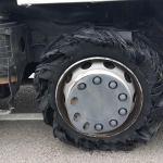 Herido el conductor de un camión al estallar una rueda