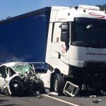 Fallece una conductora tras chocar contra un camión en Ourense