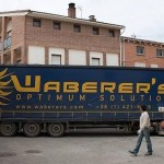 Camión húngaro atascado en las calles de Bañares (Vídeo)