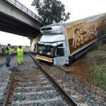 La caída de un camión corta la línea férrea Mérida-Los Rosales