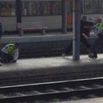 Dos hombres apuñalan a un vigilante de Renfe en la estación del Vendrell