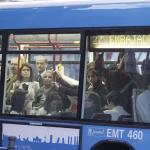 Un conductor de la EMT refugió en su autobús a una mujer agredida