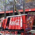 Un camión se empotra contra un árbol en el centro de Palma