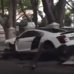 Un conductor arrasa varias farolas con un Audi R8 de 525 CV (Vídeo)