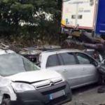 Un camionero mata a una mujer y a sus tres hijos por mirar el móvil mientras conducía