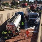 UN  TERRIBLE ACCIDENTE ENTRE CAMIONES CISTERNA CON GASOLINA CORTA LA RN-568