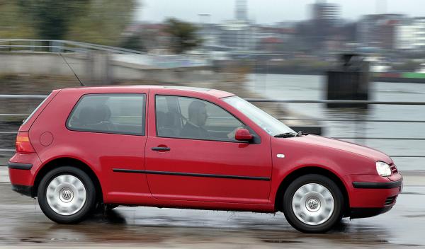 Los 5 mejores coches de segunda mano baratos que no dan - Segunda mano plazas de garaje ...