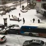 Mira lo que sucede: increíble vídeo de un accidente provocado por la nieve