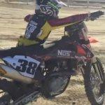 ¡Un niño de 10 años le coge la moto a su padre y hace esto!