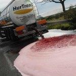 Los agricultores protestan por el ataque en Francia a un camión con vino español