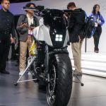 Mira esta moto de Honda que se equilibra y se estaciona sola
