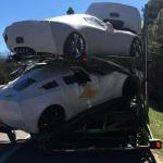 Prepárate para sufrir: un camión lleno de Corvettes sufre un accidente