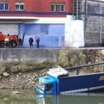 Un camión cae al río en Lutxana (Vídeo)