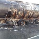 Incendio en plena autovía en Tobarra de un camión que transportaba mercancías peligrosas