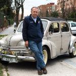 """La rebelión de los coches clásicos: """"Carmena no me va a impedir sacar mi descapotable del 55"""""""