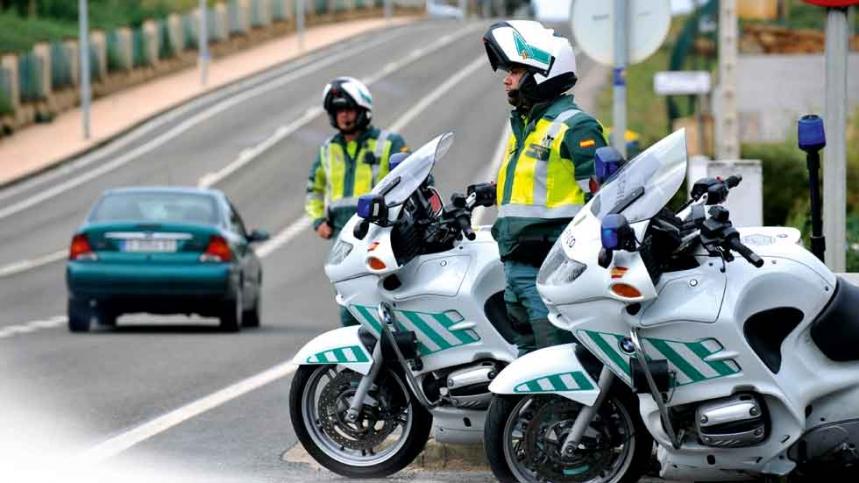 article guardias civiles piden no usar moto 45 anos no premios multar 58c9315c05d26