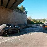 Aparatoso accidente con un camión que transportaba piezas de hormigón en Alcover