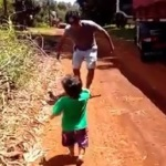 Emotivo vídeo de un bebé cuando regresa a casa su papá camionero