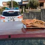 Detienen a un conductor ebrio que llevaba sobre el coche a una persona con una empanada