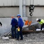 Urgente!! Un camionero muerto y otro grave al ser aplastados por una pieza de hormigón de 3 tn