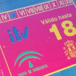 La pegatina obligatoria de la ITV: colores, dónde ponerla y multas