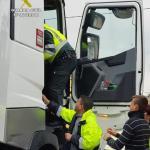 La Guardia Civil rescata a un camionero paralizado por enfermedad