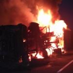 Un camionero muere calcinado tras chocar y arder dos camiones en Zaragoza