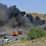 Aparatoso incendio de un camión en el kilómetro 44 de la A-3