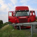 Un Camionero socorre a otro se desmayado cuando circulaba a toda velocidad por la A9