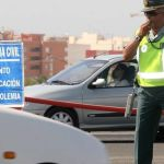 Multa para un guardia civil por circular ebrio de servicio y huir tras un accidente