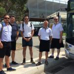 Prohíben ir con pantalón corto a los conductores de autobús y van a trabajar con falditas