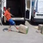 Graban a 3 trabajadores de SEUR maltratando paquetes en Barcelona
