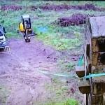 Atención!! Varios heridos cuando un camión derribaba una  cruz franquista de Larrabetzu