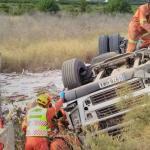 Un camionero sobrevive milagrosamente tras quedar atrapado en un vuelco en la A-7