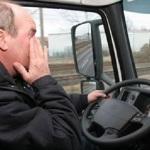 La Guardia Civil denuncia a un conductor por mirar para abajo