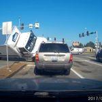 Cómo un coche puede volcar un camión tras impacto lateral – Vídeo