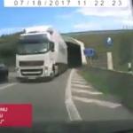 Graban camión de Carrión adelantado en un túnel