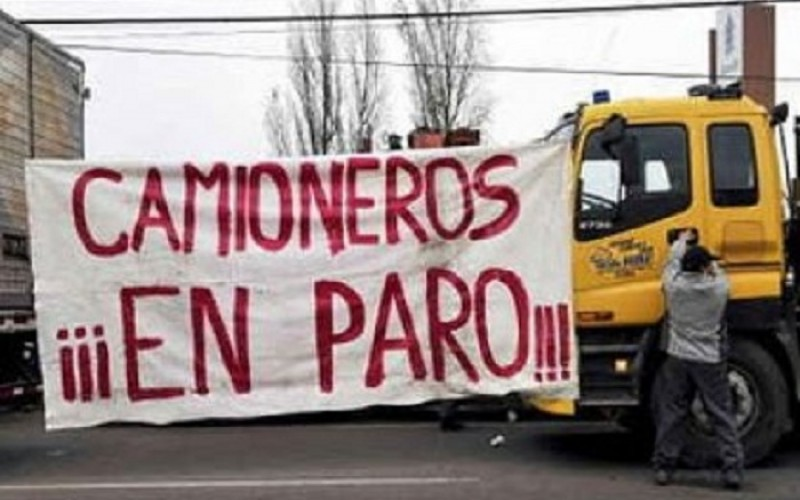 Camioneros unidos provocan un paro indefinido en Ence desde el lunes en el transporte de madera a Pontevedra