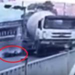 VIDEO: Familia muere tras ser arrollada por camión de cemento en China